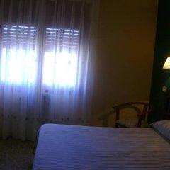 Отель Hostal Pirineos Ainsa Испания, Аинса - отзывы, цены и фото номеров - забронировать отель Hostal Pirineos Ainsa онлайн комната для гостей фото 5