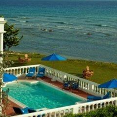 Отель Rose Hall Villas By Half Moon Ямайка, Монтего-Бей - отзывы, цены и фото номеров - забронировать отель Rose Hall Villas By Half Moon онлайн пляж