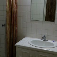 Pineapple Court Hotel ванная