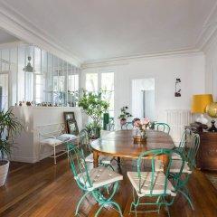 Отель onefinestay Montmartre South Pigalle private homes Париж комната для гостей фото 4