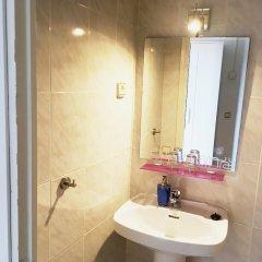 Отель La Palmera Hostal Барселона ванная фото 2