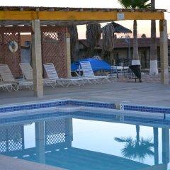 Las Palmas Hotel бассейн