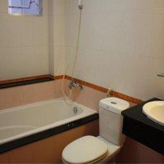 Отель OYO Hoang Linh Hotel Вьетнам, Хошимин - отзывы, цены и фото номеров - забронировать отель OYO Hoang Linh Hotel онлайн ванная