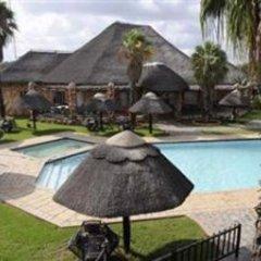 Отель The Big Five Lodge Габороне бассейн