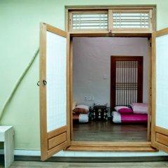 Отель Lili Hanok Guesthouse Южная Корея, Сеул - отзывы, цены и фото номеров - забронировать отель Lili Hanok Guesthouse онлайн с домашними животными