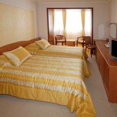 Гостиница La Vie de Chateau в Оренбурге 1 отзыв об отеле, цены и фото номеров - забронировать гостиницу La Vie de Chateau онлайн Оренбург комната для гостей фото 2