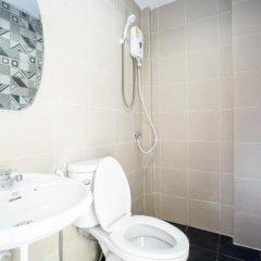 Отель Kaelyn Cozy Living Таиланд, Бангкок - отзывы, цены и фото номеров - забронировать отель Kaelyn Cozy Living онлайн ванная