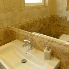 Отель Mega House Литва, Каунас - отзывы, цены и фото номеров - забронировать отель Mega House онлайн ванная