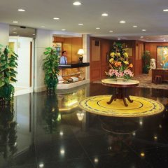 Golden Crown China Hotel развлечения