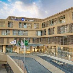 Radisson Blu Hotel & Residence, Riyadh Diplomatic Quarters бассейн фото 2