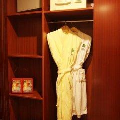 Fuyong Yulong Hotel сейф в номере