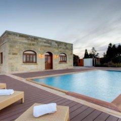 Отель Villa Munqar Мальта, Зуррик - отзывы, цены и фото номеров - забронировать отель Villa Munqar онлайн бассейн фото 3