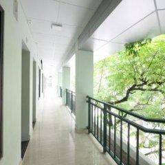 Отель Ninety Nine Center балкон