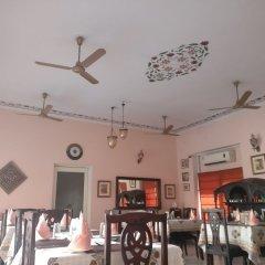 Suryaa Villa - A City Centre Hotel питание фото 3