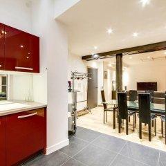 Отель Duplex vue Seine quai des grands Augustins в номере