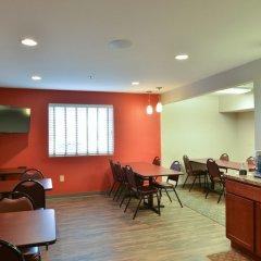 Отель HolmeSuites Columbus Airport/DLA США, Колумбус - отзывы, цены и фото номеров - забронировать отель HolmeSuites Columbus Airport/DLA онлайн питание