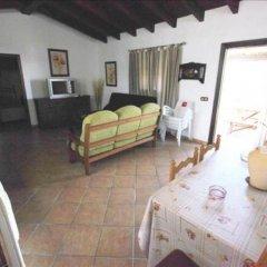 Отель Casas Con Piscina En Roches Испания, Кониль-де-ла-Фронтера - отзывы, цены и фото номеров - забронировать отель Casas Con Piscina En Roches онлайн комната для гостей фото 2