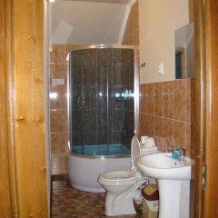Отель Guest House Kirghizasia Кыргызстан, Бишкек - отзывы, цены и фото номеров - забронировать отель Guest House Kirghizasia онлайн ванная