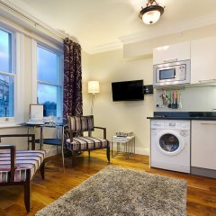 Апартаменты Q Kensington Two Apartments в номере