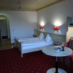 Отель Ferienclub Breitenbergerhof Италия, Чермес - отзывы, цены и фото номеров - забронировать отель Ferienclub Breitenbergerhof онлайн комната для гостей фото 2
