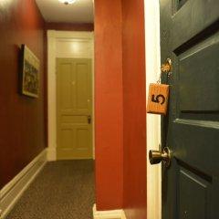 Отель Tabard Inn сейф в номере