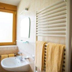 Отель Garni Glurnserhof Италия, Горнолыжный курорт Ортлер - отзывы, цены и фото номеров - забронировать отель Garni Glurnserhof онлайн ванная