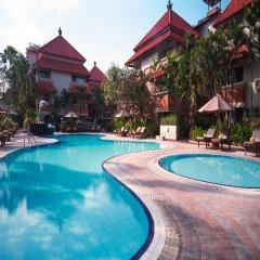 Отель White Rose Kuta Resort, Villas & Spa бассейн