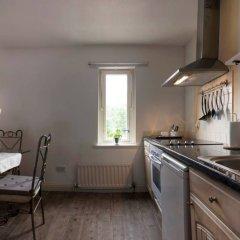 Отель 2 Bedroom Flat in Central Location Sleeps 4 Эдинбург в номере