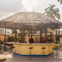 Отель Bintumani Hotel Сьерра-Леоне, Фритаун - отзывы, цены и фото номеров - забронировать отель Bintumani Hotel онлайн гостиничный бар