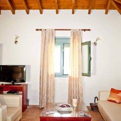 Отель Aselinos Suites комната для гостей фото 3