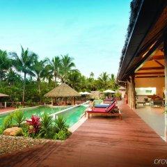 Отель Outrigger Fiji Beach Resort Фиджи, Сигатока - отзывы, цены и фото номеров - забронировать отель Outrigger Fiji Beach Resort онлайн бассейн