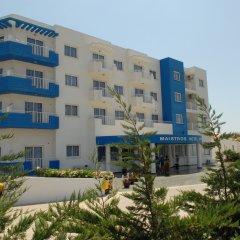 Отель Maistros Hotel Apartments Кипр, Протарас - отзывы, цены и фото номеров - забронировать отель Maistros Hotel Apartments онлайн вид на фасад фото 2