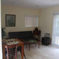 Отель Beautiful Home in Burbank США, Бербанк - отзывы, цены и фото номеров - забронировать отель Beautiful Home in Burbank онлайн комната для гостей фото 3