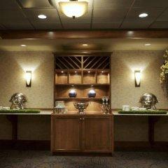 Отель Delta Hotels by Marriott Calgary South Канада, Калгари - отзывы, цены и фото номеров - забронировать отель Delta Hotels by Marriott Calgary South онлайн питание