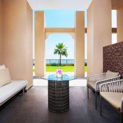 Отель DoubleTree by Hilton Resort & Spa Marjan Island балкон фото 2
