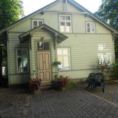 Отель Poska Villa Guesthouse парковка