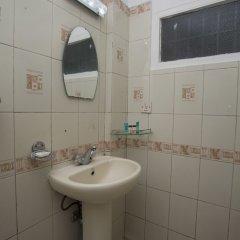 Отель OYO 149 Kalpa Brikshya Hotel Непал, Катманду - отзывы, цены и фото номеров - забронировать отель OYO 149 Kalpa Brikshya Hotel онлайн ванная