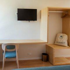 Отель Boavista Guest House сейф в номере