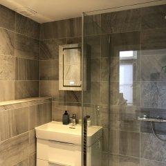Апартаменты Spacious & Modern 2 Bed Apartment at Knightsbridge London Лондон ванная