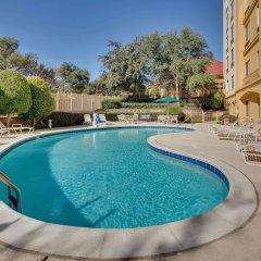 Отель La Quinta Inn & Suites Dallas North Central бассейн фото 2