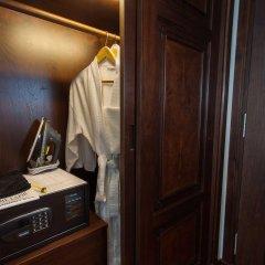 The Lapis Hotel Ханой сейф в номере