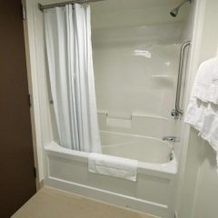 Отель Lodge @ Fortius Sport & Health Канада, Бурнаби - отзывы, цены и фото номеров - забронировать отель Lodge @ Fortius Sport & Health онлайн ванная фото 2