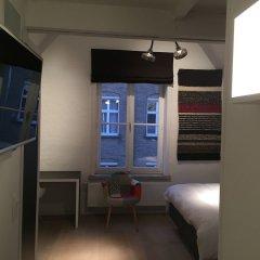 Отель B-Square Brugge банкомат