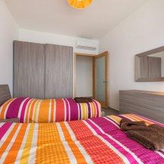 Отель Seafront Luxury Apartment With Pool Мальта, Слима - отзывы, цены и фото номеров - забронировать отель Seafront Luxury Apartment With Pool онлайн комната для гостей фото 3