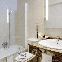 Отель Catalonia Grand Place Бельгия, Брюссель - 2 отзыва об отеле, цены и фото номеров - забронировать отель Catalonia Grand Place онлайн ванная