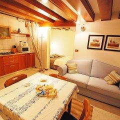 Отель Calle Del Traghetto Vecchio - One Bedroom Италия, Венеция - отзывы, цены и фото номеров - забронировать отель Calle Del Traghetto Vecchio - One Bedroom онлайн комната для гостей фото 2