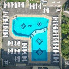 Royal Hotel бассейн