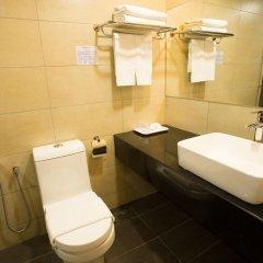 Отель Prescott Hotel KL Medan Tuanku Малайзия, Куала-Лумпур - 1 отзыв об отеле, цены и фото номеров - забронировать отель Prescott Hotel KL Medan Tuanku онлайн ванная фото 2