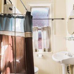 Отель Found Places Capitol Hill Bed & Breakfast США, Вашингтон - отзывы, цены и фото номеров - забронировать отель Found Places Capitol Hill Bed & Breakfast онлайн ванная
