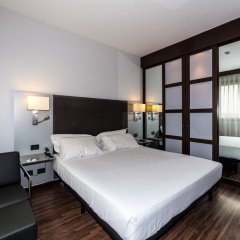 AC Hotel Milano by Marriott сейф в номере